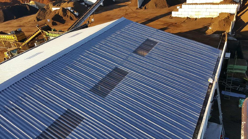 rénovation toiture en taule grand bâtiment d'entreprise